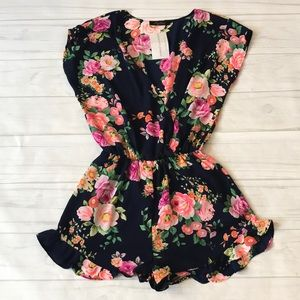 🍄NWT Honey Punch floral pattern navy romper